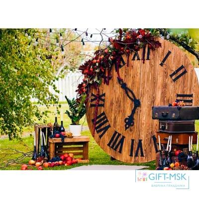 Фотозона из дерева с часами