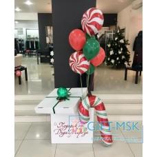 Коробка с шарами на новый год
