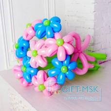Букет из розовых и голубых ромашек