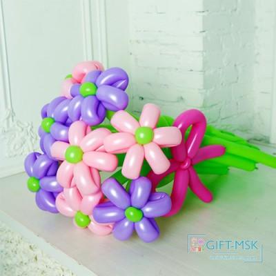 Букет из фиолетовых и розовых ромашек